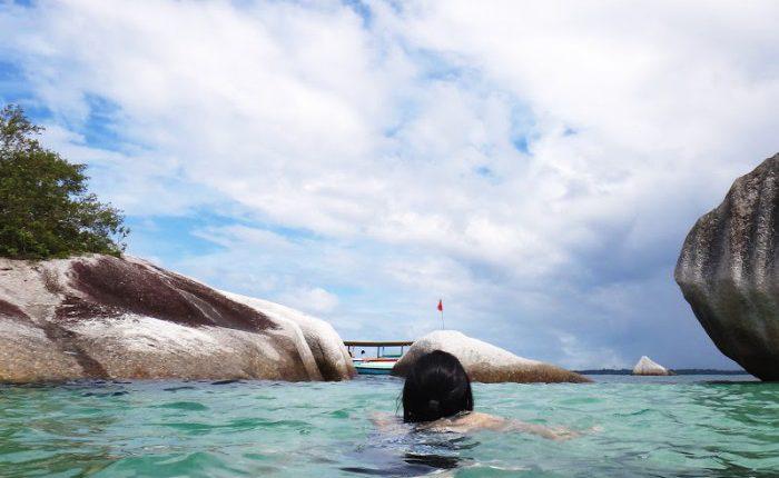 Berenang di Pulau Garuda - Foto oleh jackandjilltravel.com