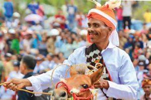 Parade Sandalwood dan Festival Tenun Ikat @ Nusa Tenggara Barat