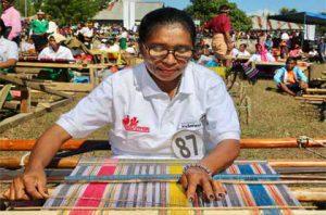 Parade Sandalwood dan Festival Tenun Ikat